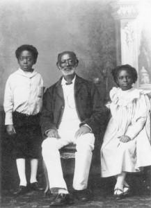 Aquasi_Boachi_with_his_children