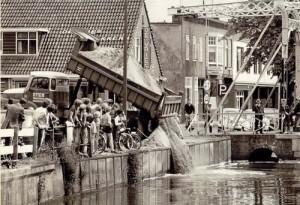 Het Haagje werd gedempt, net als alle andere kanalen in Hoogeveen. Sint moest nu te voet of met paard en wagen komen.